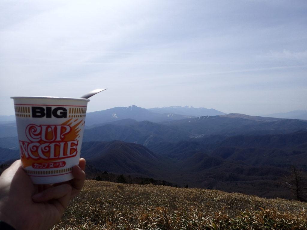 美ヶ原の茶臼山で八ヶ岳を眺めながら食べたカップラーメン