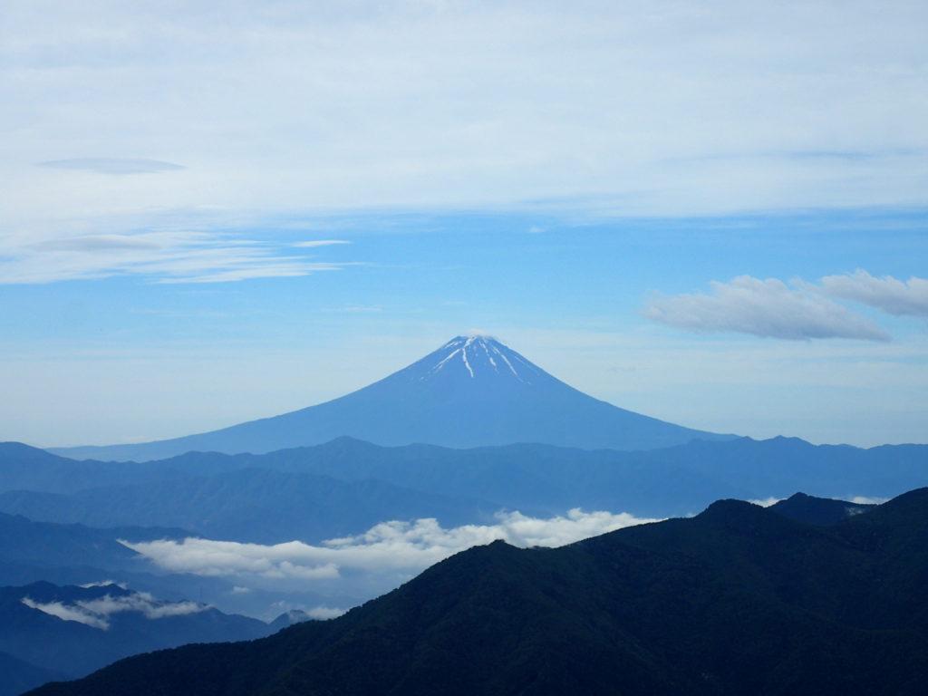甲武信ヶ岳山頂から見た富士山