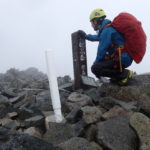 雨の登山でのレインウェアを着るタイミングと場所について