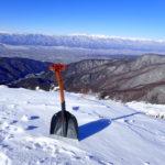 雪山登山の三種の神器 スノーショベルが役立つ7つのシーン