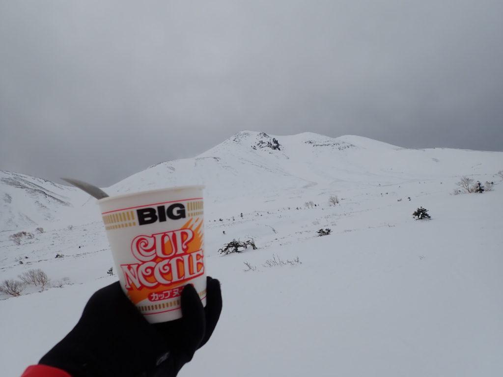 冬の乗鞍岳を眺めながら食べたカップラーメン