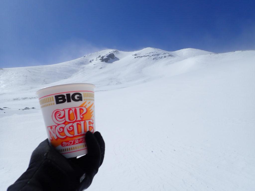 冬の乗鞍岳の大雪渓で食べたカップラーメン
