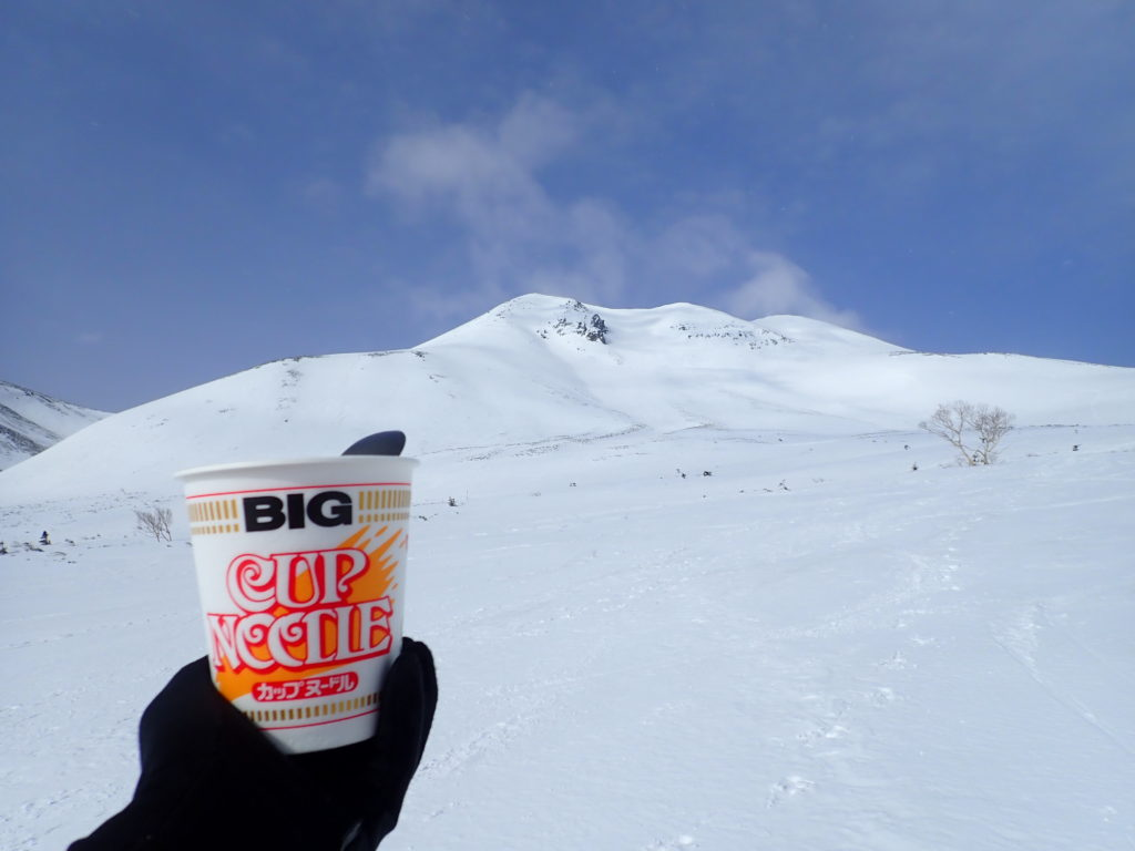 雪の乗鞍岳登山で食べたカップラーメン