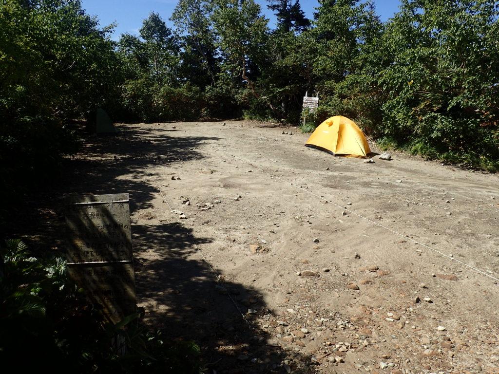 北アルプス爺ヶ岳の山小屋である種池山荘のテント場