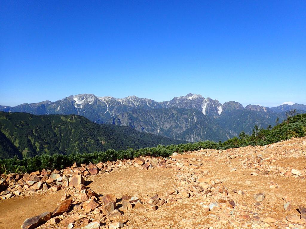 北アルプス鹿島槍ヶ岳の冷池山荘テント場から剱岳を撮影