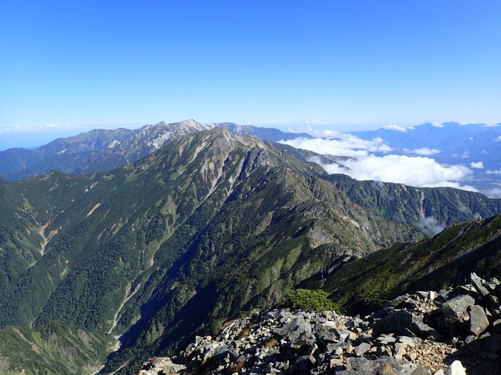 北アルプス鹿島槍ヶ岳南峰から五竜岳を撮影