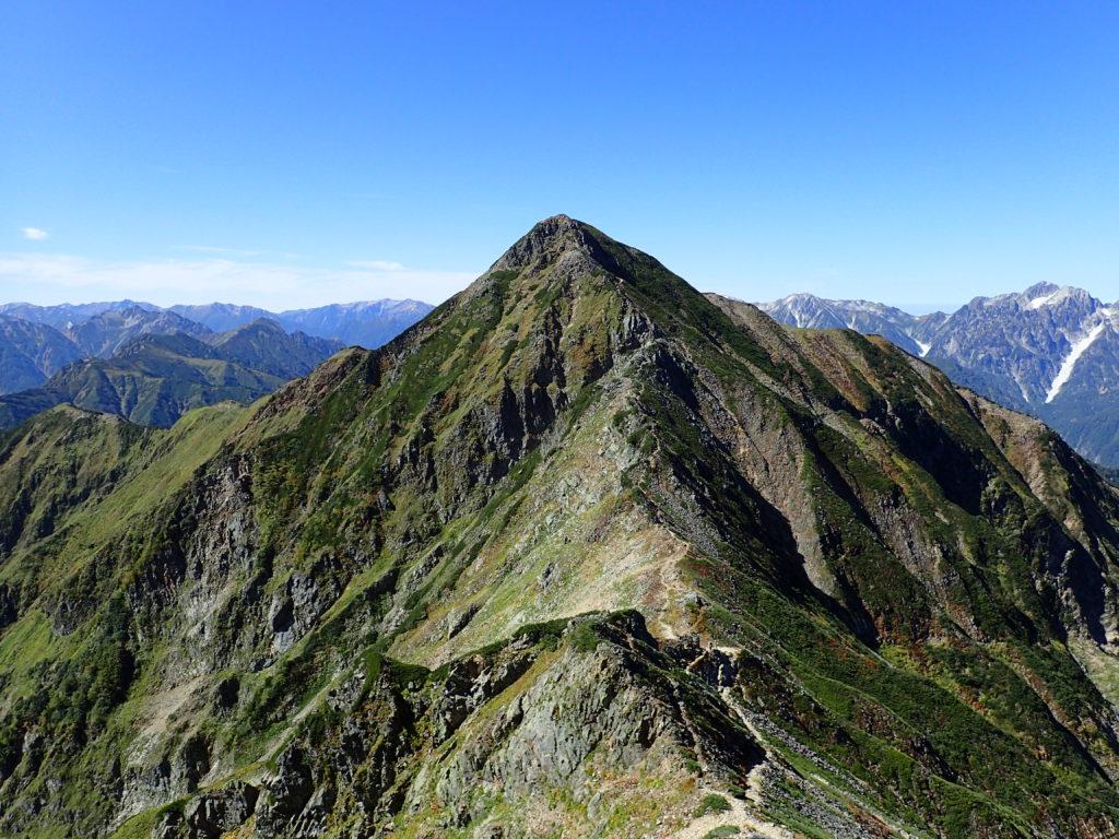 北アルプス鹿島槍ヶ岳の南峰を鹿島槍ヶ岳北峰から撮影