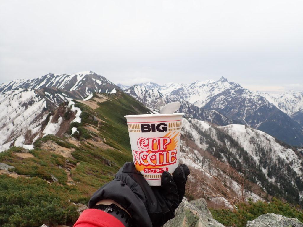 北アルプス表銀座で大天井岳と槍ヶ岳を眺めながら食べたカップラーメン