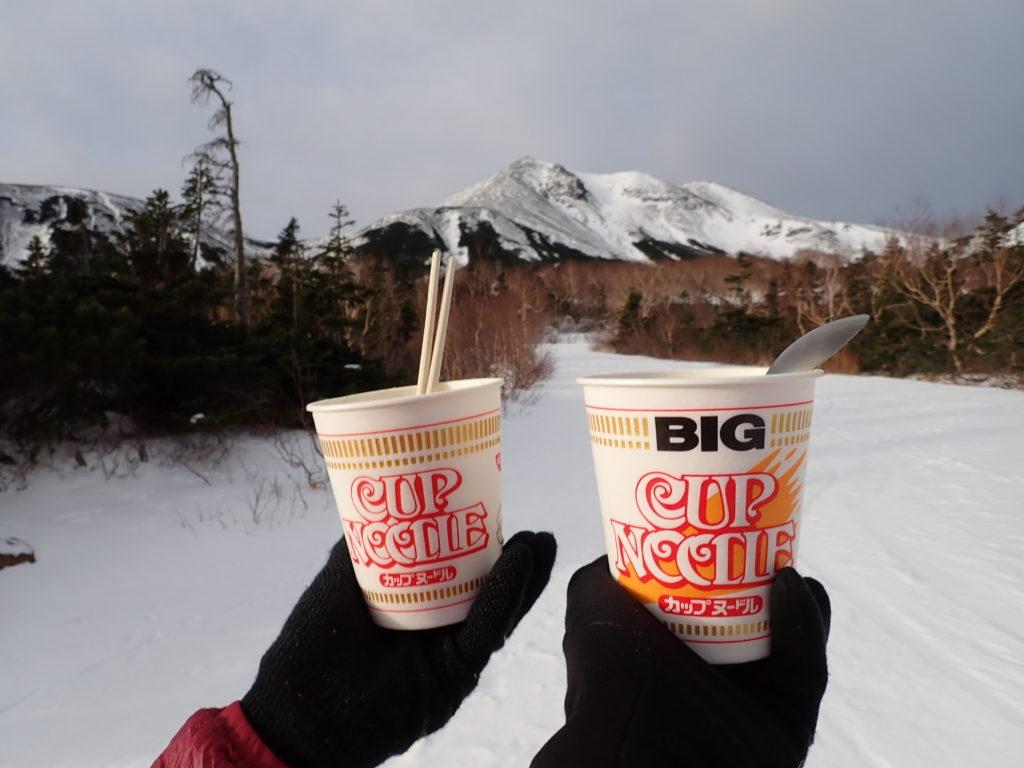 乗鞍岳山頂を眺めながら2人で食べたカップラーメン