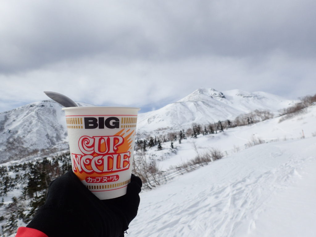 冬の乗鞍岳最高峰剣ヶ峰を眺めながら食べたカップラーメン